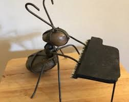 Ant Playing piano